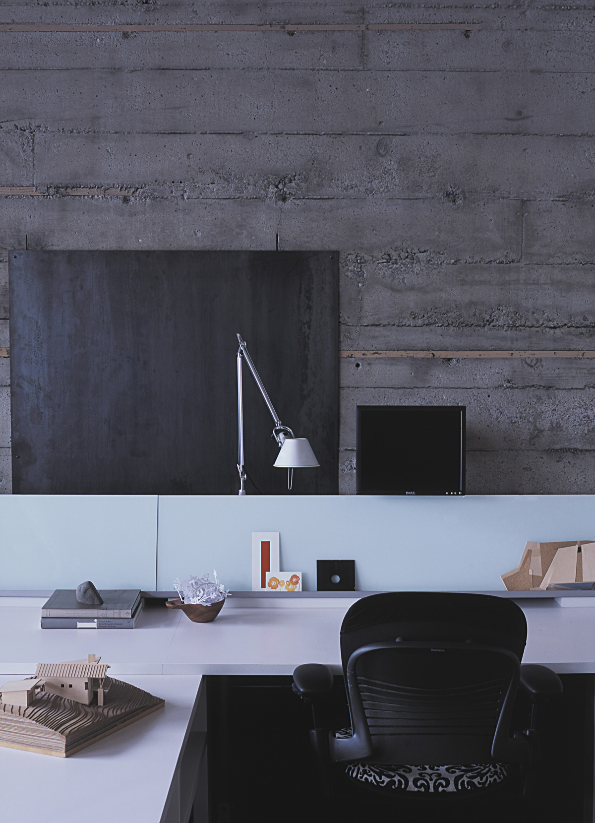 SkB studious desk and concrete wall